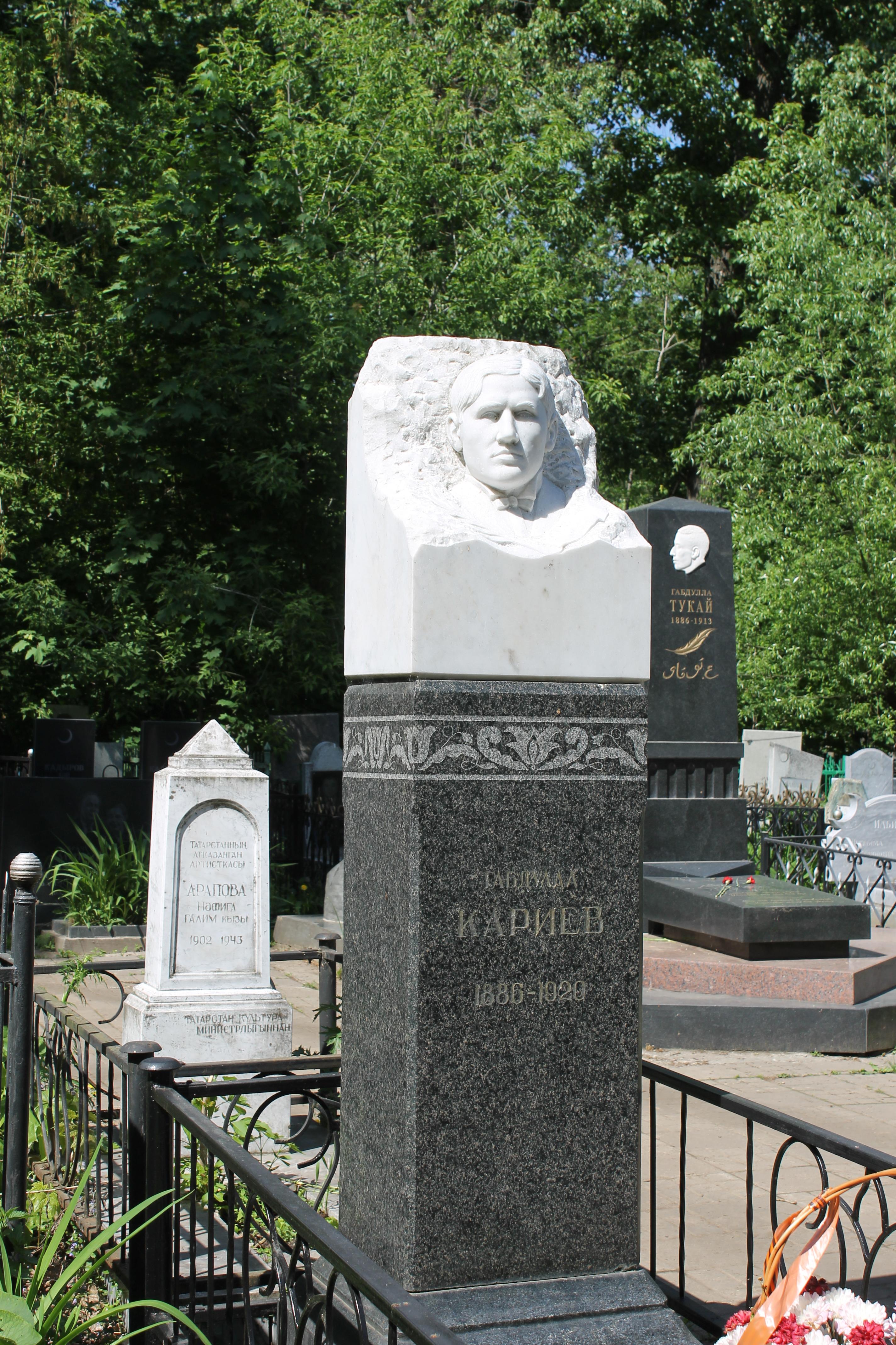 Могила основателя татарского театра, артиста Габдуллы Кариева (1886-1920 гг.)