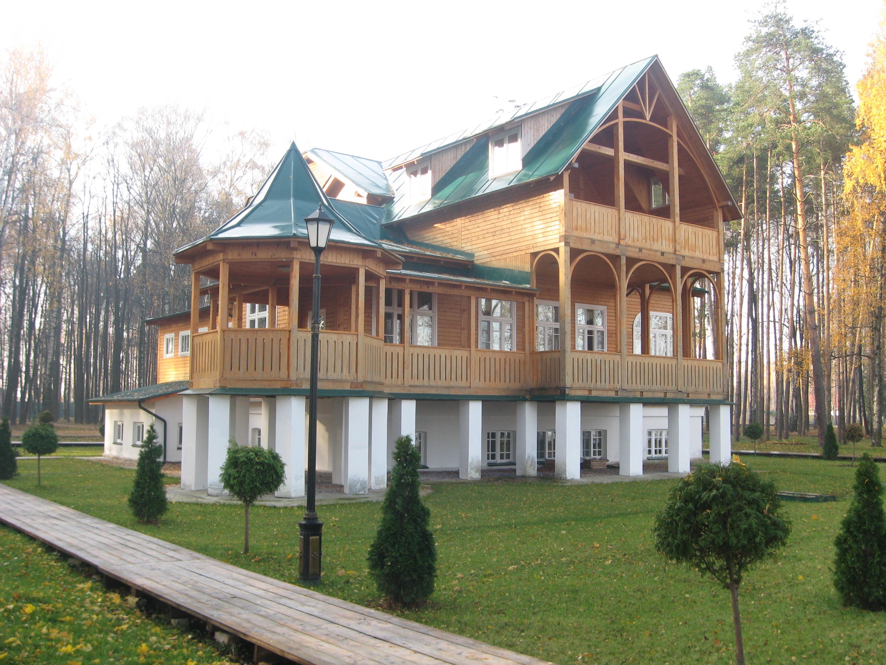 Здание санатория, где в 1941 г. жил писатель А.Н. Толстой